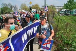 """Demonstration """"Wir pfeifen auf die A100″ zum ersten Spatenstich für den Baubeginn der A100 von Berlin-Neukölln nach Treptow"""
