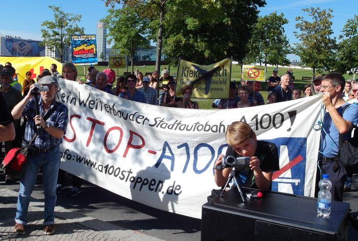 A100 stoppen! bei Demo Schall und Rauch abwählen! am 7.9.2013 vor dem Bundeskanzleramt in Berlin