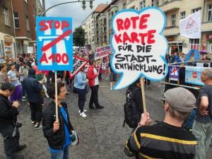 Rote Karte! Spreedemo Berlin bleibt unsere Stadt! Gegen Mieterhöhung, Verdrängung und A100!