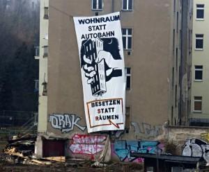 """Beermannstraße Berlin-Treptow: Transparent """"Wohnraum statt Autobahn/ Besetzen statt Räumen"""""""