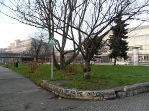 Blick auf Grünfläche an der Frankfurter Allee