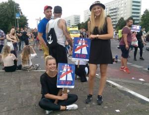 Protest gegen die Verlängerung der Stadtautobahn A100 beim Zug der Liebe am 30.7.2016