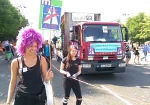 Protest gegen die Verlängerung der A100 beim Zug der Liebe am 30.7.2016