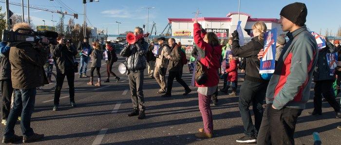 Protestaktion Lebensraum statt Autobahn! A100-Baustopp jetzt! Blockade A100 Auffahrt Grenzallee am 13.11.2016