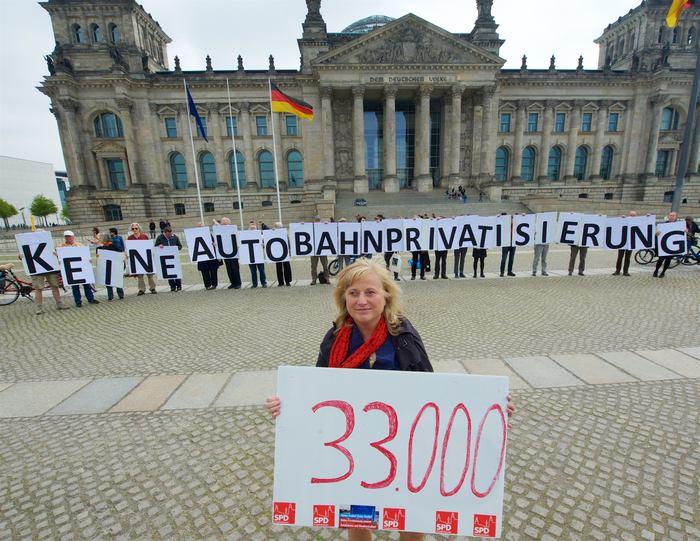 33000 Unterschriften gegen Autobahnprivatisierung
