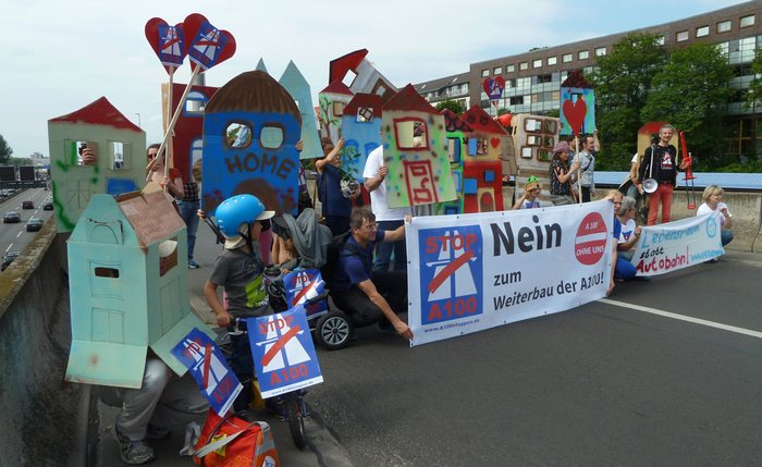 Flashmob Wohnen statt Autobahn, A100 stoppen! am 9.7.2017 Blockade A100-Auffahrt Hohenzollerndamm