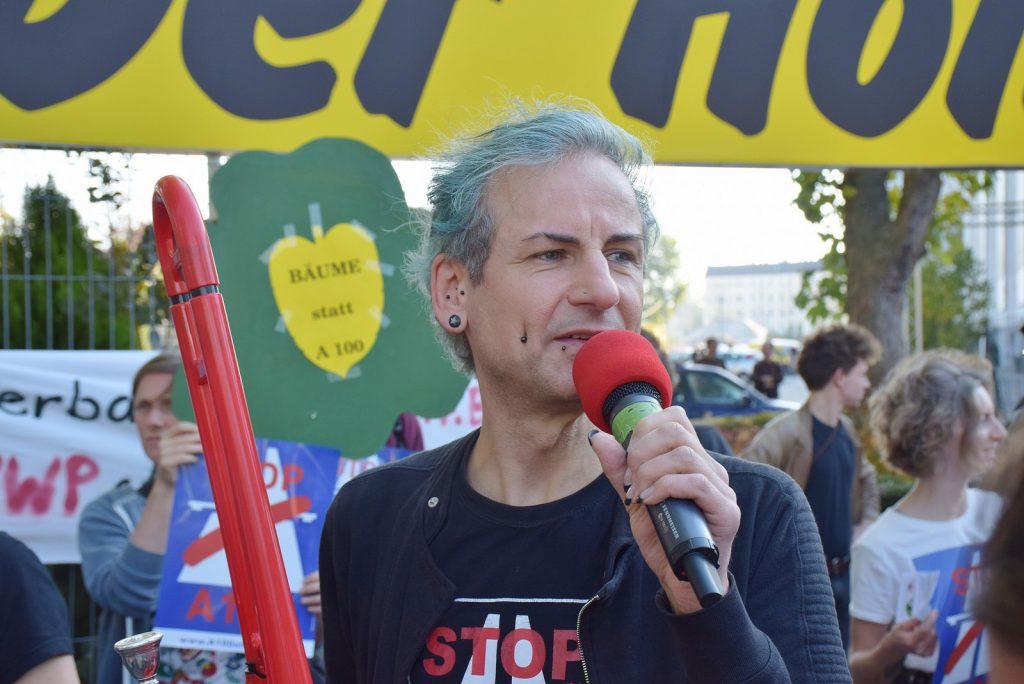 Tobias Trommer bei Protestaktion A100 stoppen!