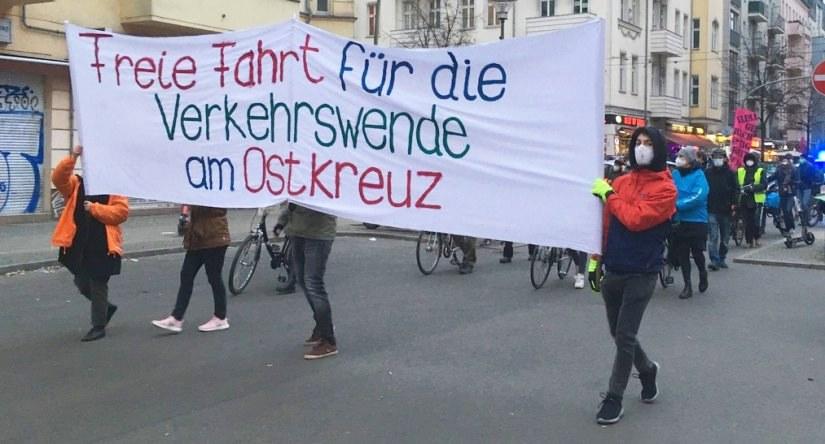 """Demo """"Freie Fahrt für die Verkehrswende am Ostkreuz"""" am 04.03.2021"""